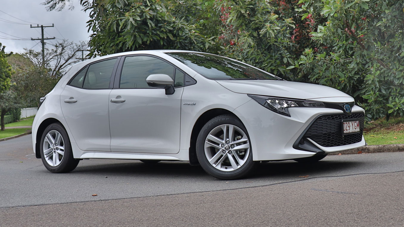 2018 Toyota Corolla Hybrid family car review - BabyDrive
