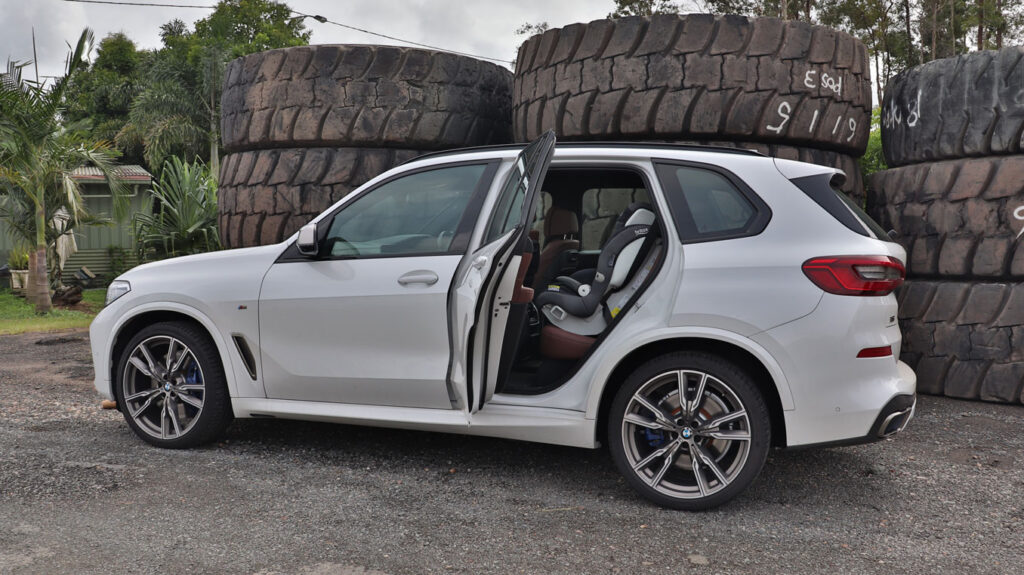 BMW X5 M50d 2019 takes three child seats