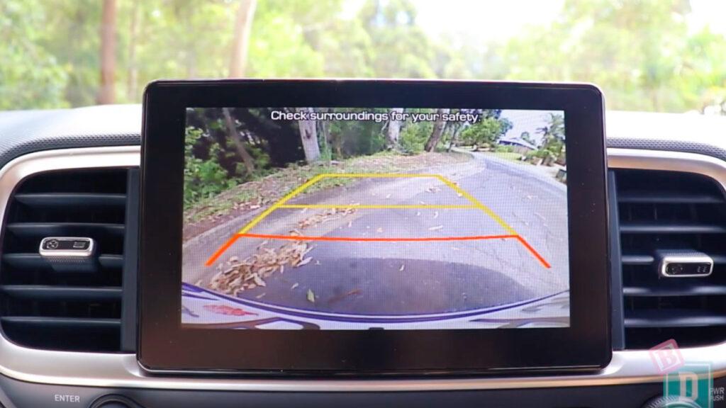 Hyundai_Venue_reversing_camera