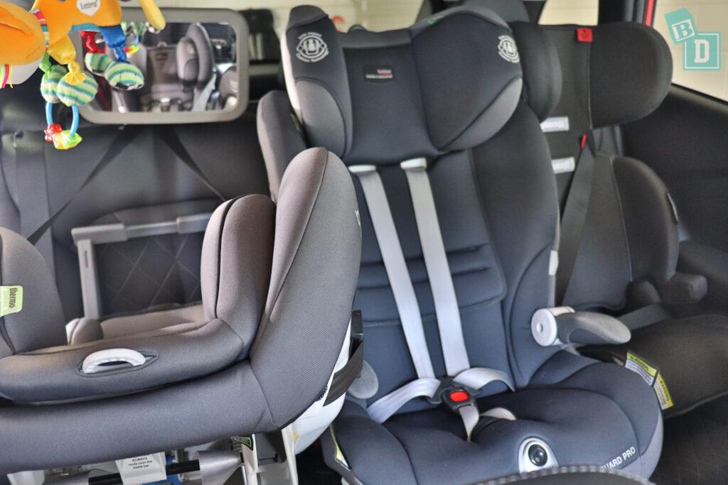 Renault Kadjar Zen 2020 with three child seats installed