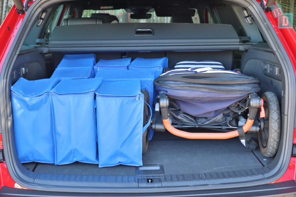 Skoda Kodiaq Sportline 2020 boot space with single stroller and shopping with two rows of seats in use