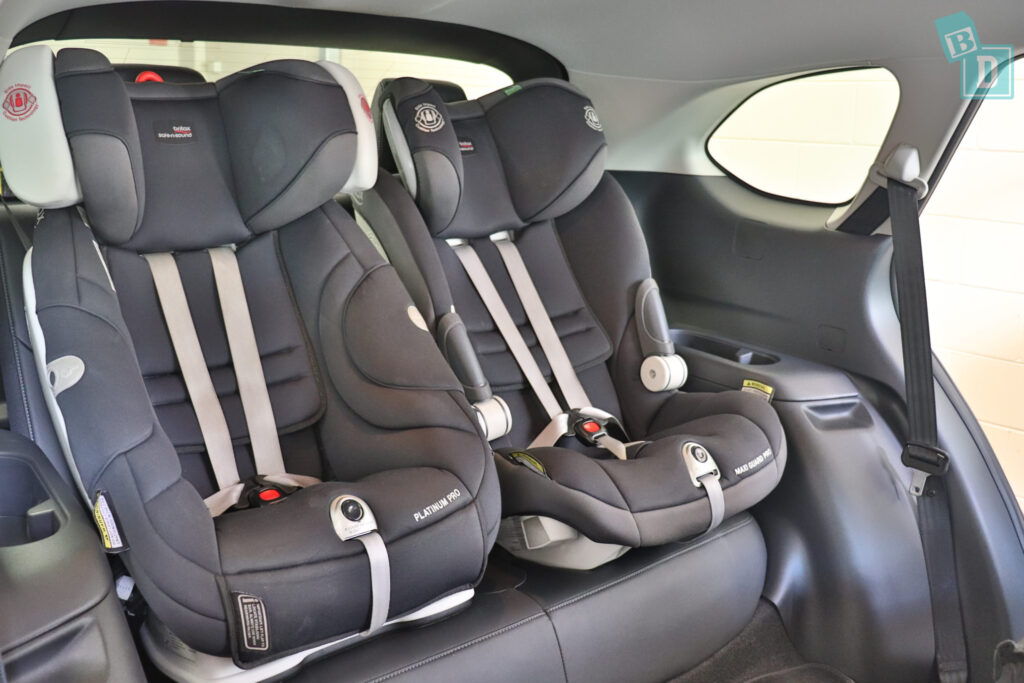 MAZDA CX-9 Touring 2020 with two child seats installed in the third row