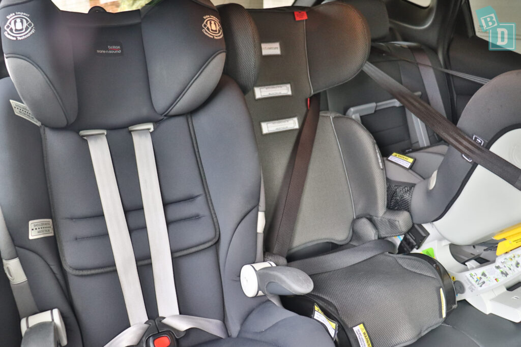 NISSAN QASHQAI N-SPORT 2020 with three child seats installed