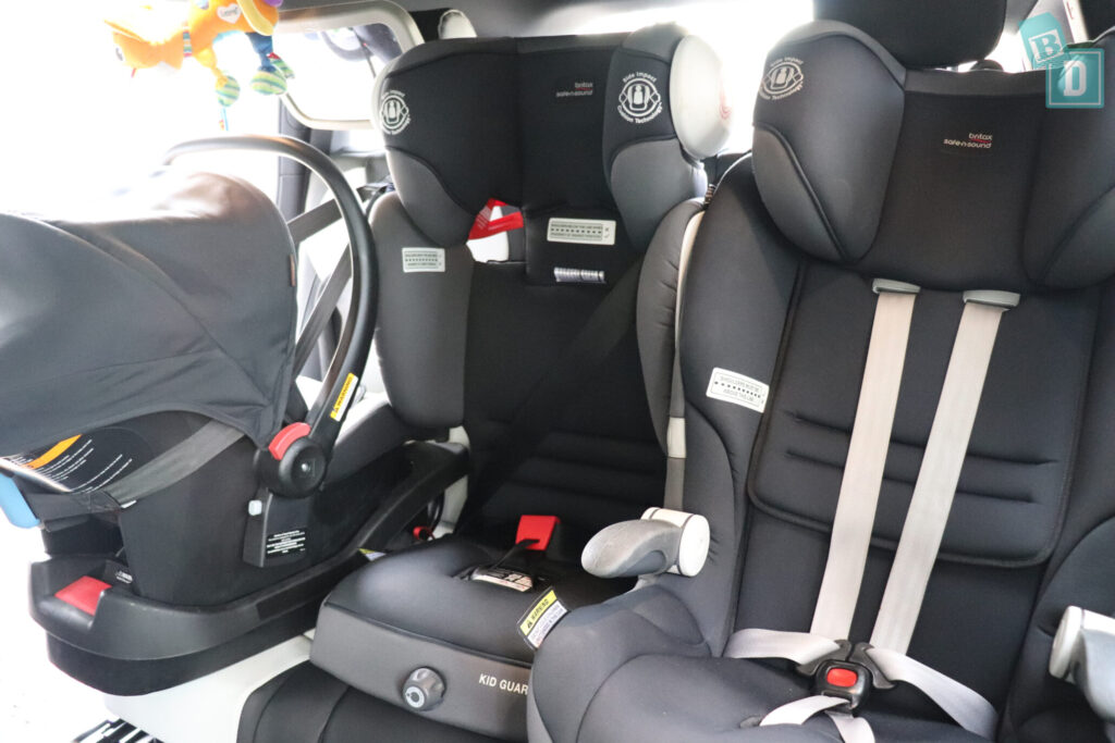 Mercedes-Benz GLB 2020 with three child seats installed in the second row