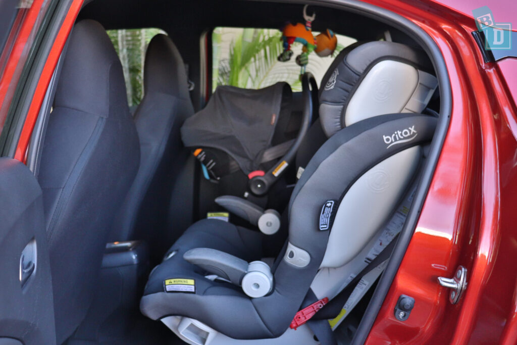 Nissan Juke ST+ 2020 legroom with forward facing and rear facing infant capsule child seat installed