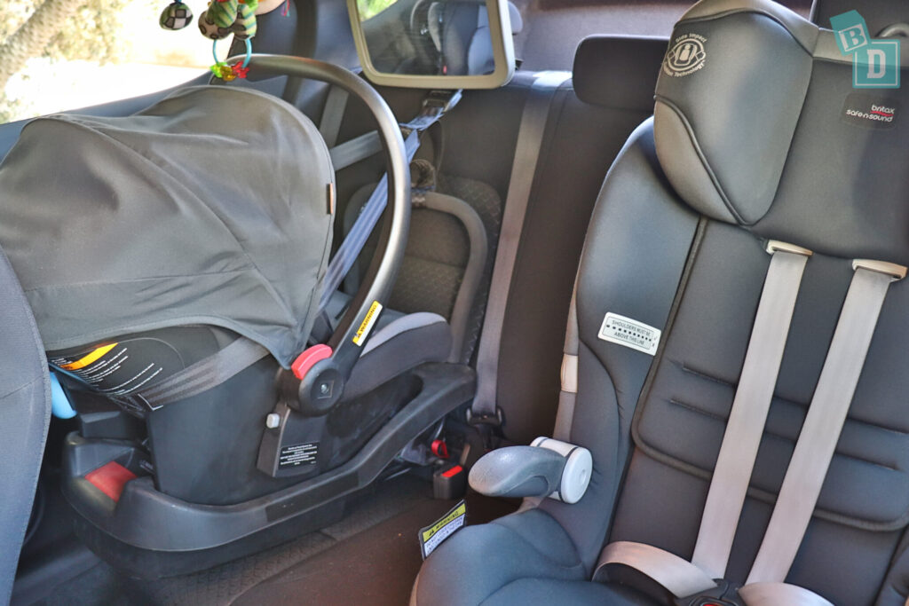 Nissan Juke ST+ 2020 with two child seats installed