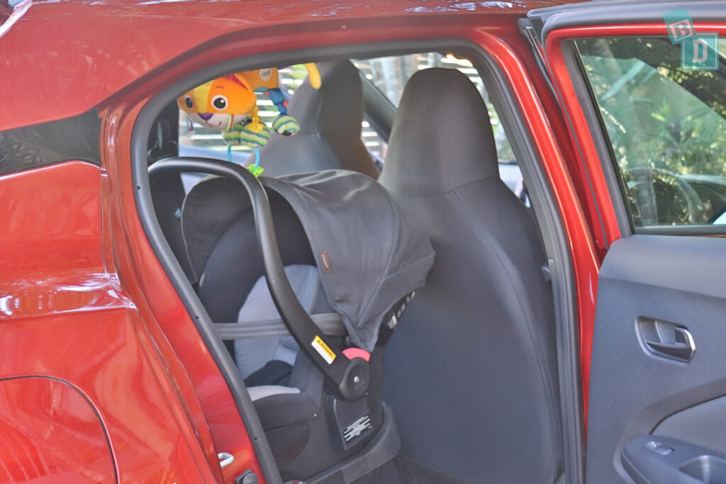 Nissan Juke ST+ 2020 legroom with rear facing infant capsule child seat installed