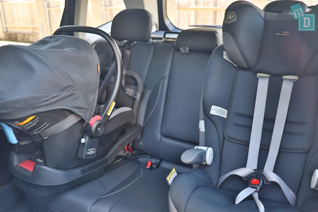 Subaru Forester Hybrid 2020 with two child seats installed