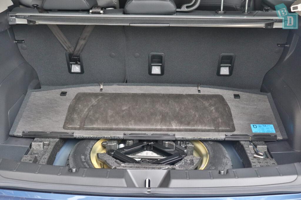 Subaru Impreza 2020 2.0i-S spare tyre in boot