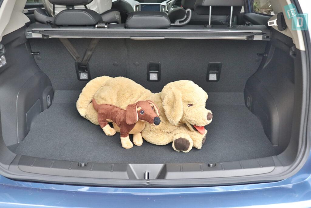 Subaru Impreza 2020 2.0i-S boot space for dogs
