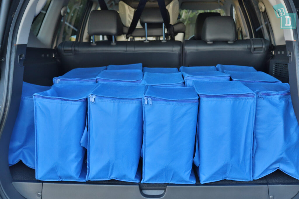 MITSUBISHI PAJERO SPORT boot space for shopping bags with two seating rows in use