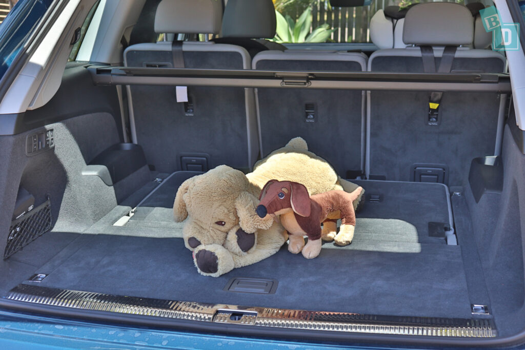 2021 Audi Q7 boot space for dogs with third row folded