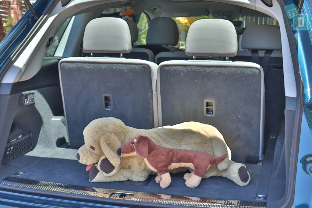 2021 Audi Q7 boot space for dogs with third row in use