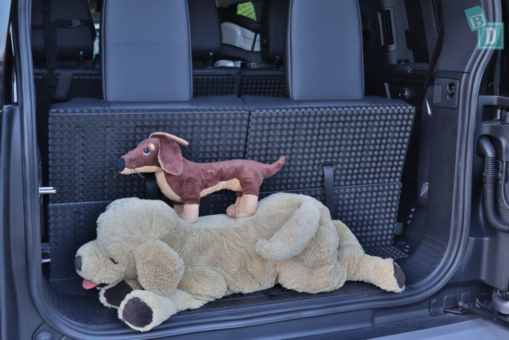 2021 Land Rover Defender 110 boot space for dogs when third row is in use