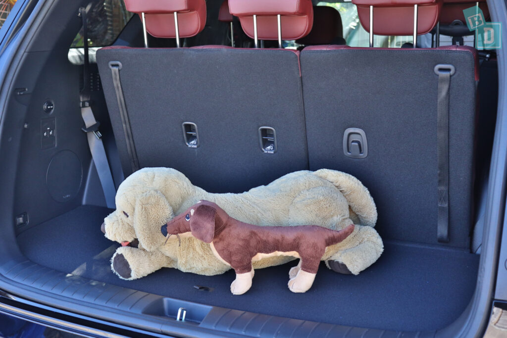 2021 Hyundai Palisade Highlander space for dogs in boot with three rows of seats in use