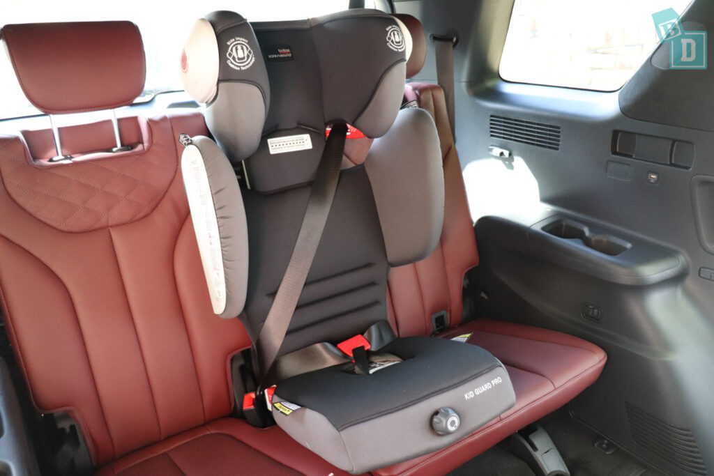 2021 Hyundai Palisade Highlander with child seat installed in third row central position