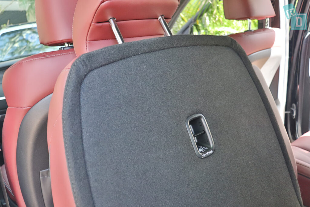 2021 Hyundai Palisade Highlander second row top tether child seat anchorages