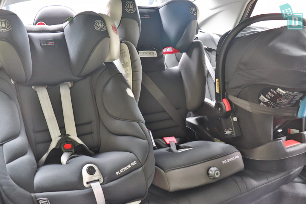 2021 Hyundai i30 with three child seats installed in the second row