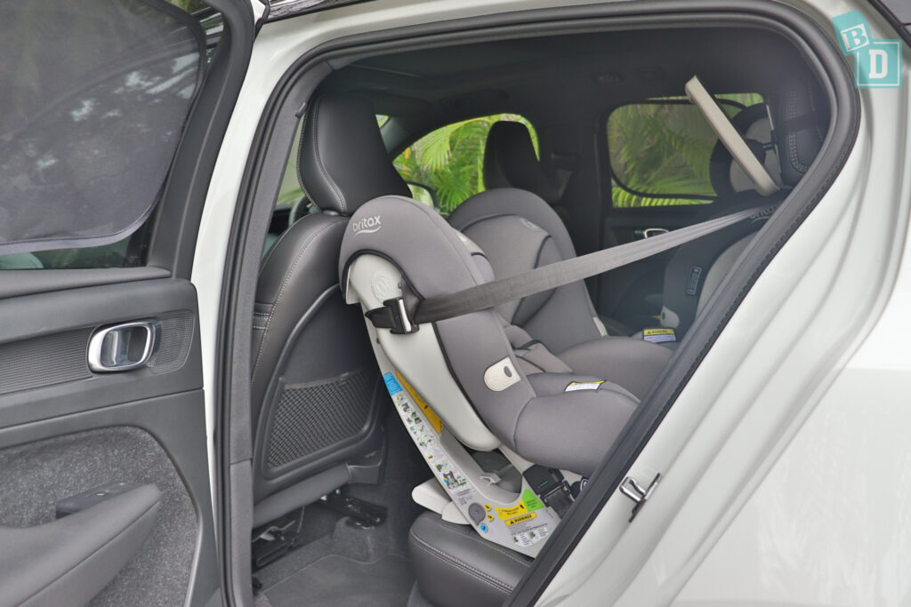 2021 VOLVO XC40 PHEV legroom with rear-facing child seats installed in the second row
