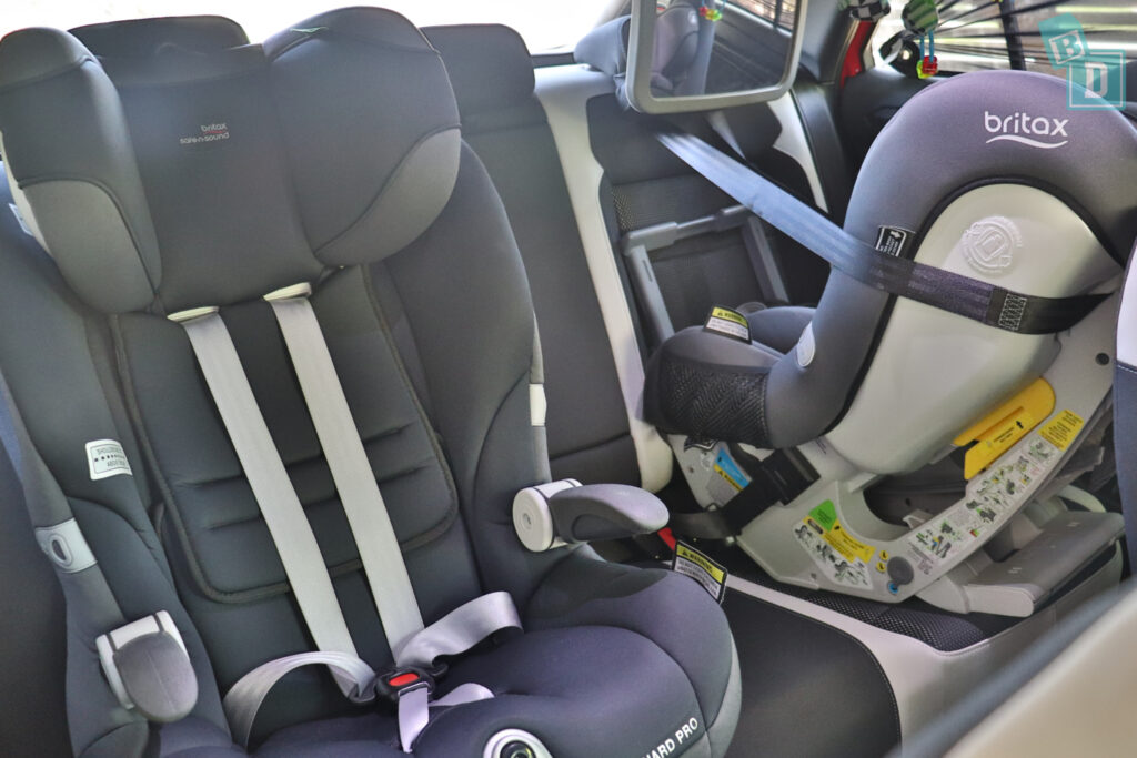 2021 Volkswagen T-Roc Sportline with two child seats installed in the second row