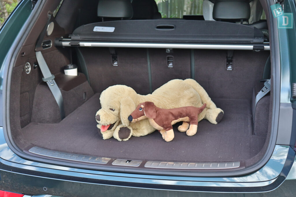 2021 Genesis GV80 boot space for dogs with two rows of seats in use