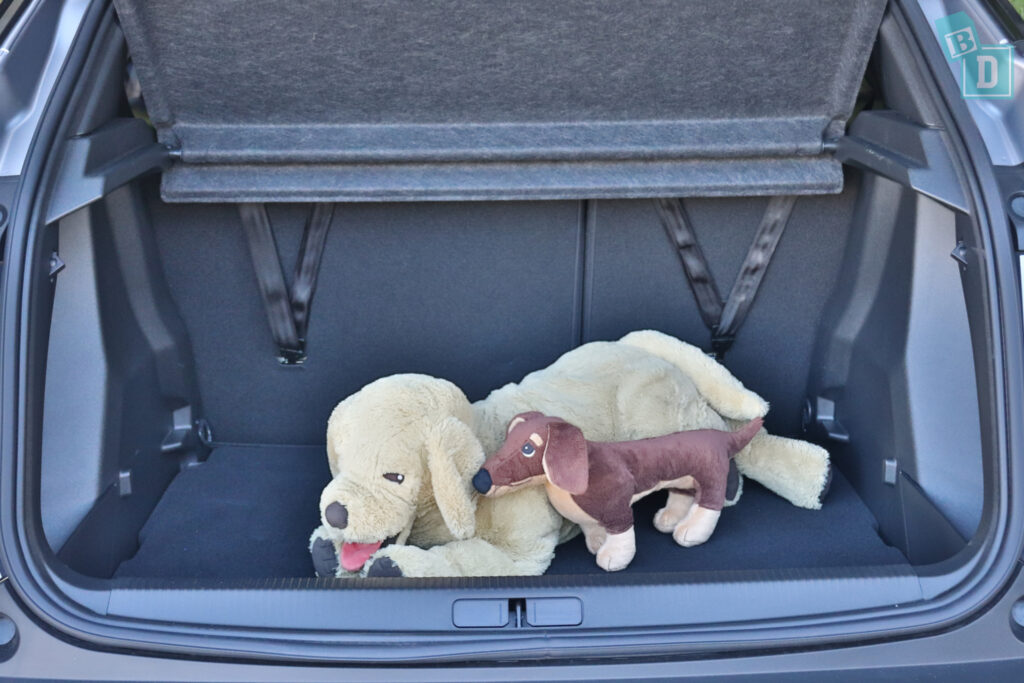 2021 Peugeot 2008 boot space for dogs with two rows of seats in use