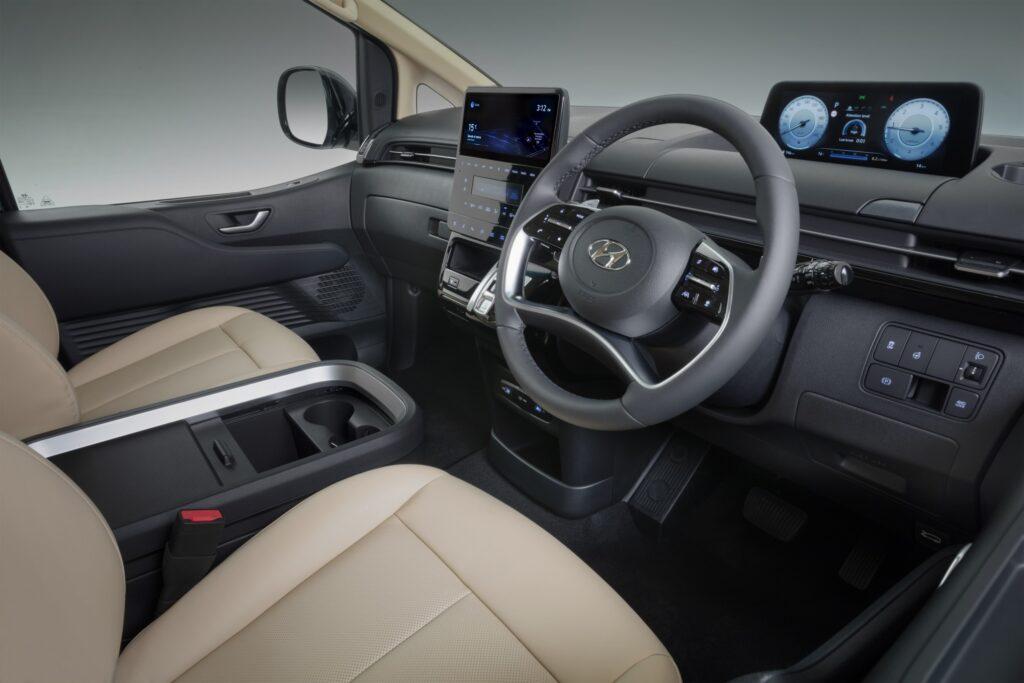 2022 Hyundai Staria dashboard