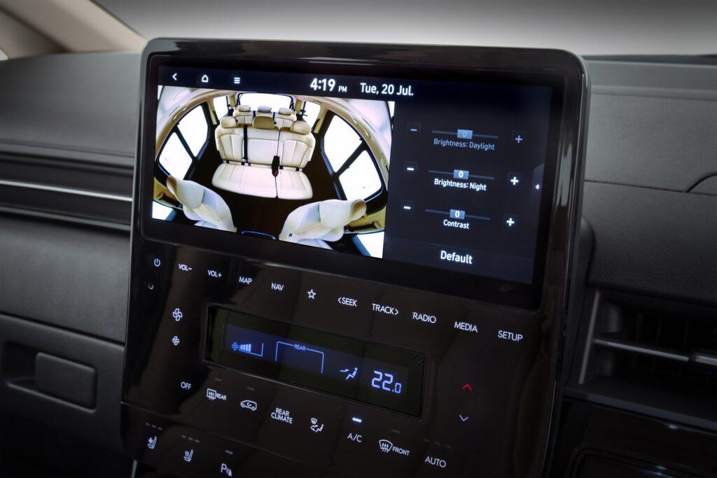 Hyundai Staria baby monitor camera display