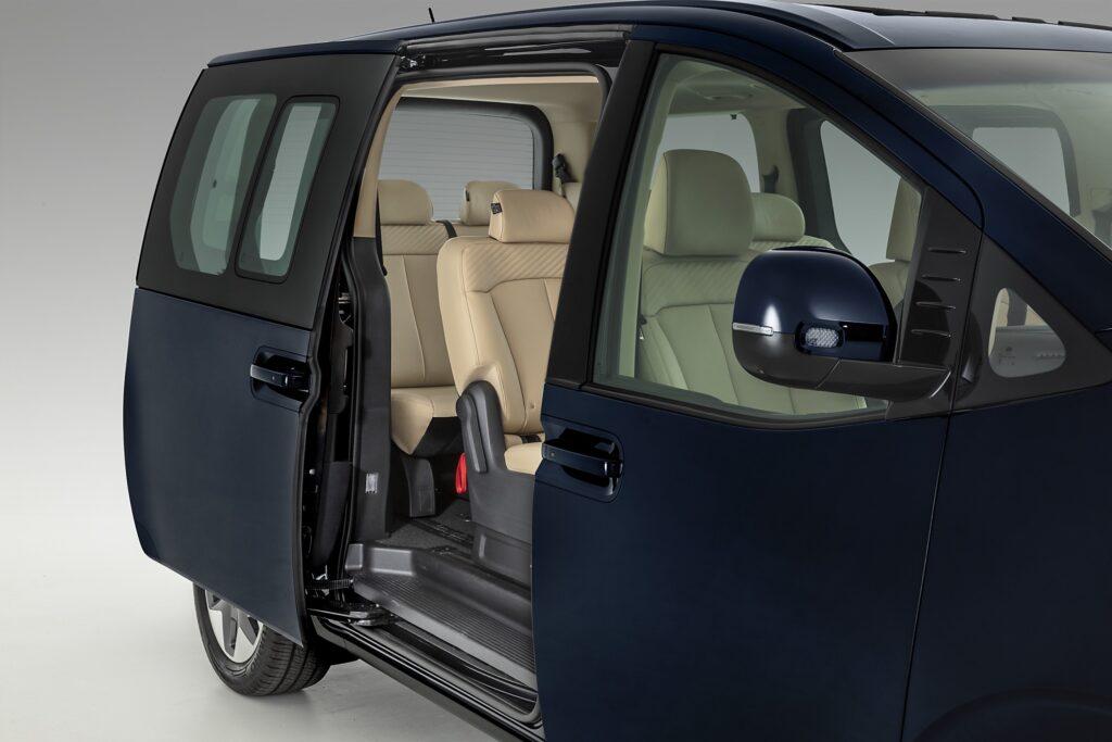 2022 Hyundai Staria sliding doors
